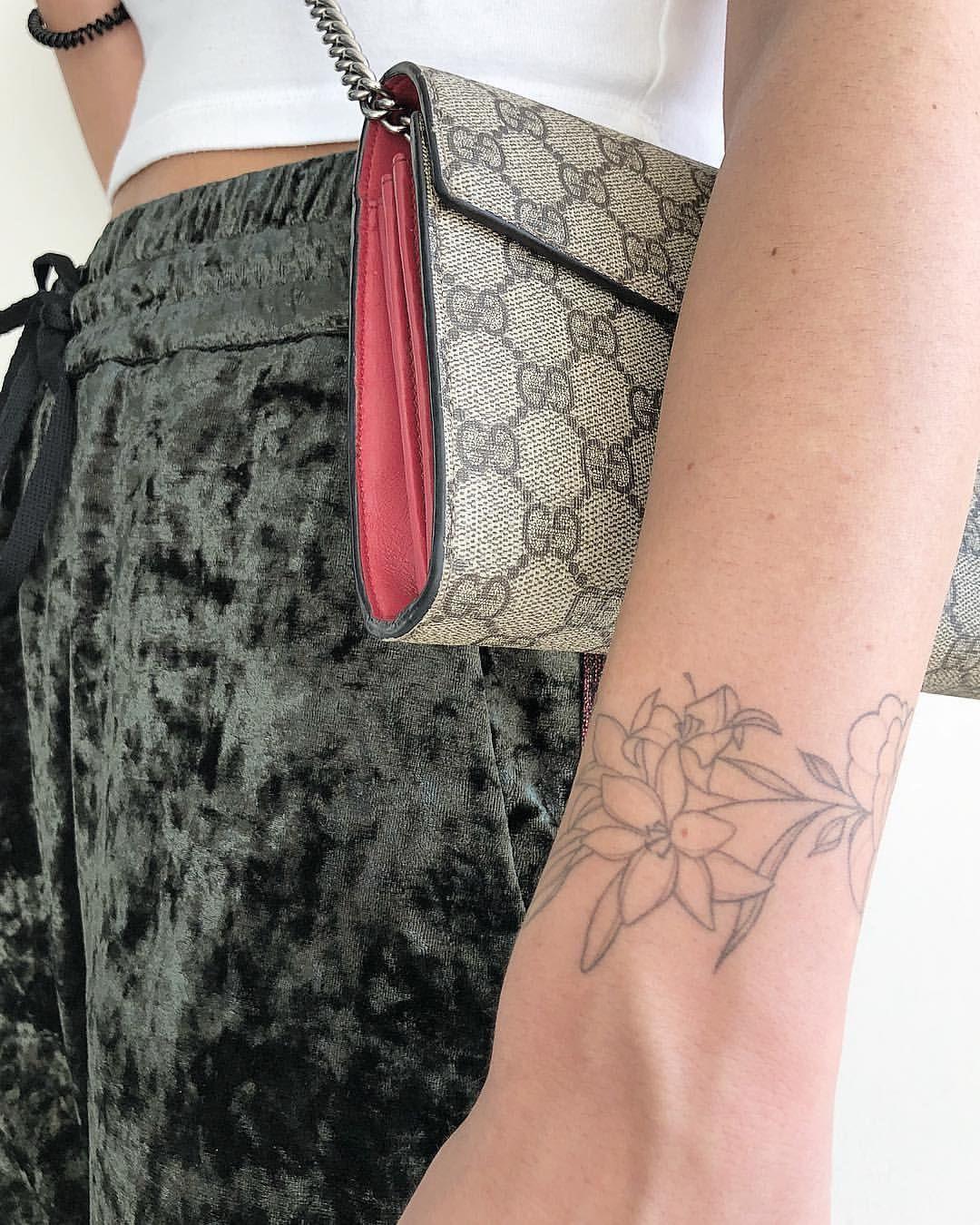 Chronic ink tattoo joanna roman fine line tattoo floral
