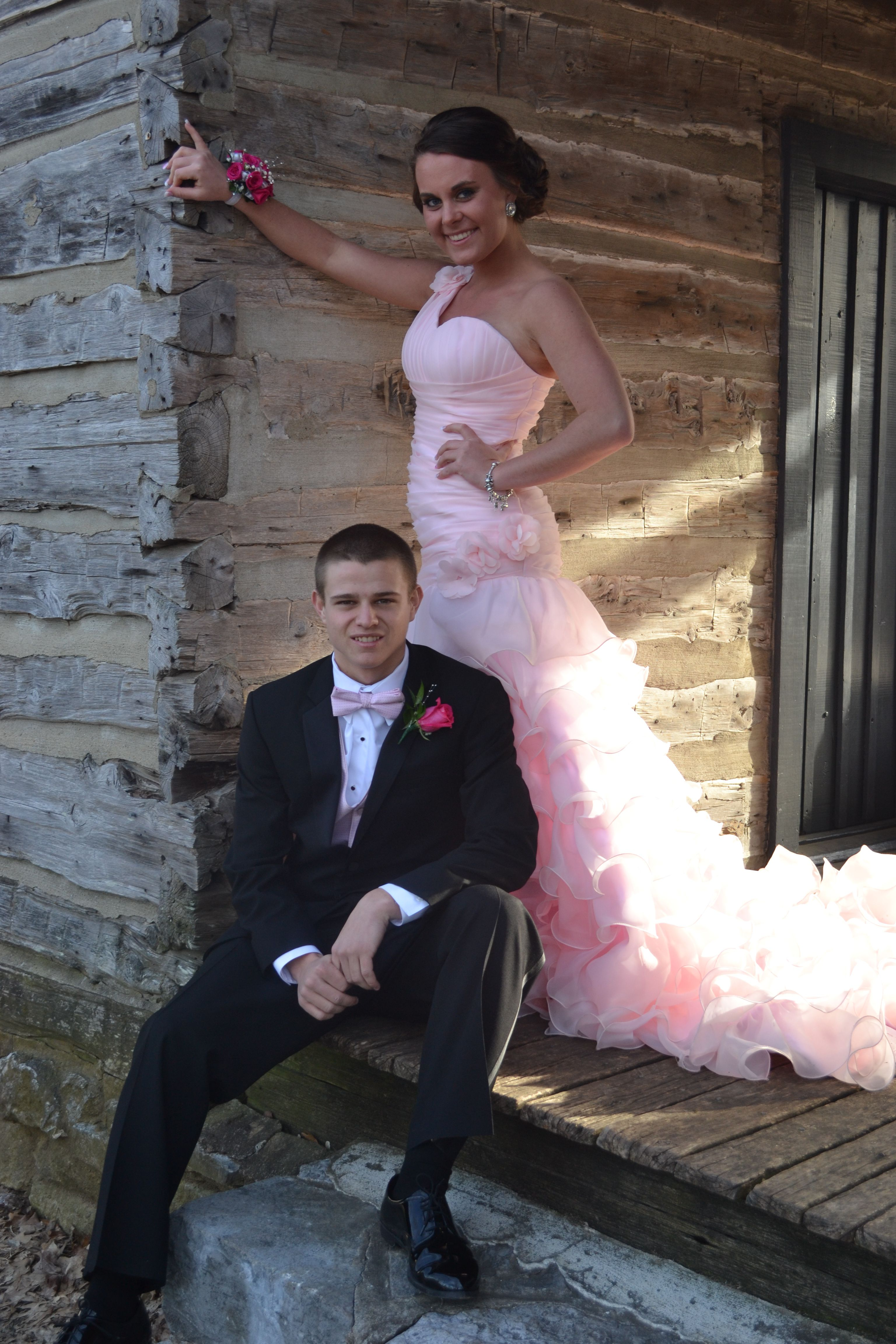 Casual prom picture Prom graphy ideas