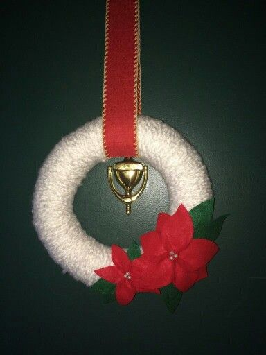 Holiday wreath, christmas, poinsettias, yarn, felt flowers