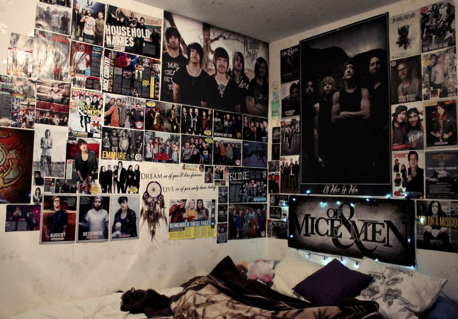 Tumblr poster emo feel free to submit your own bedrooms for Emo bedroom ideas