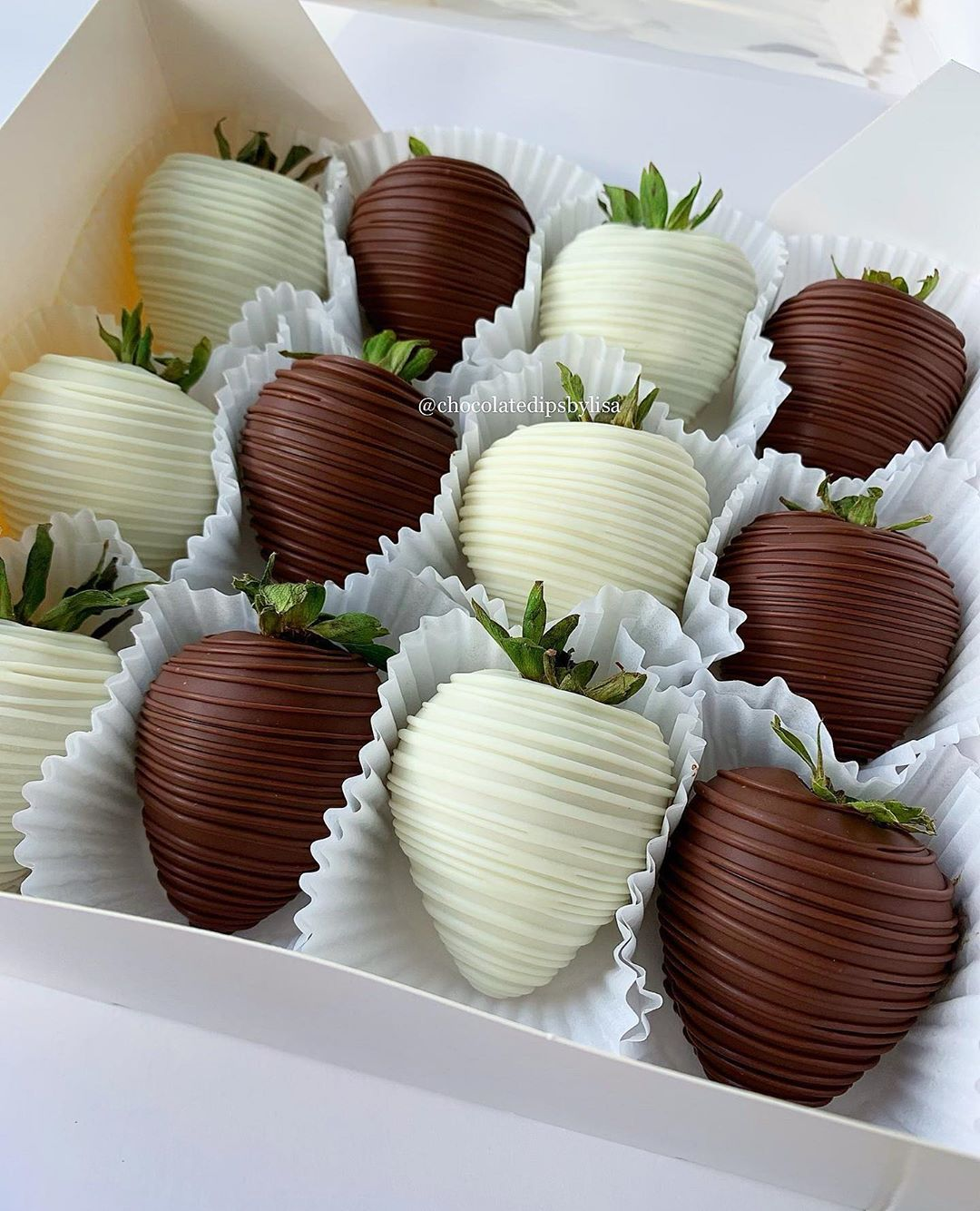 Houston Chocolate Dips On Instagram Can Not Go Wrong With The Classic Milk White Chocolate Dipped Strawberries Houston Chocolatecoveredstrawberries