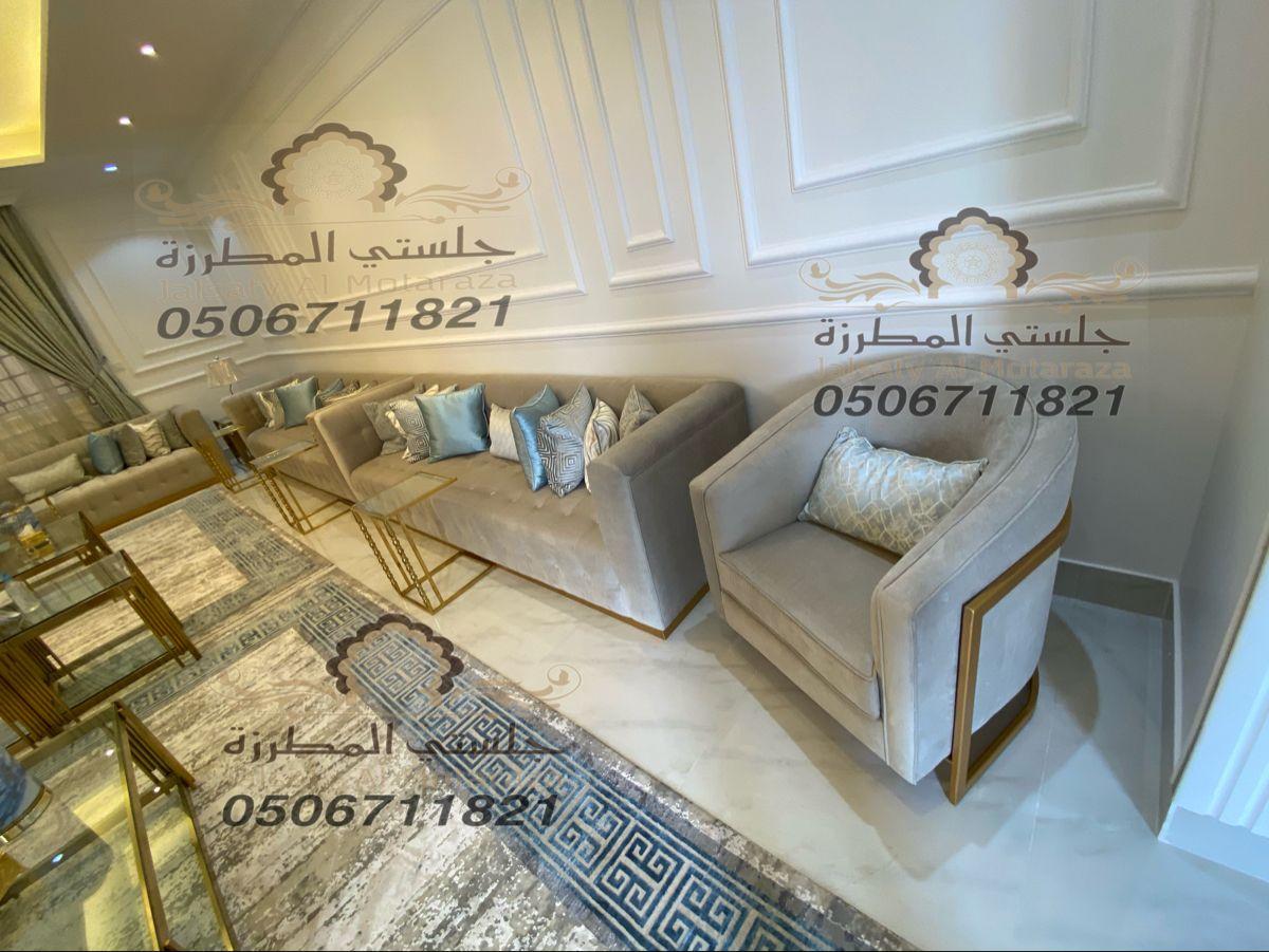 كنب عصري حديث من تصميم وتنفيذ جلستي المطرزة جوال التواصل 0506711821 Home Decor Home Decor