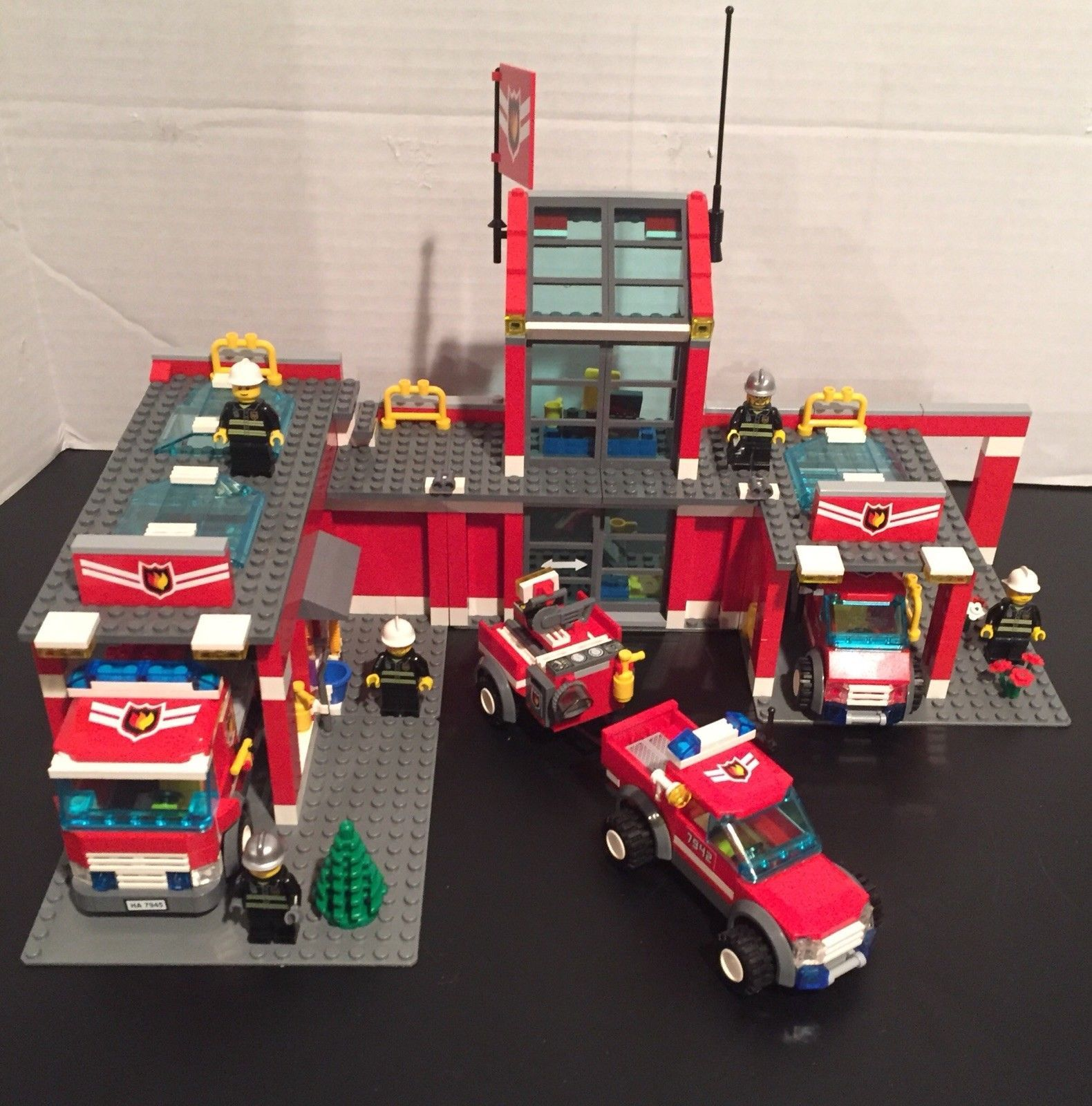 Lego City Fire Station 7945 Fire Pickup Truck W Trailer 7942