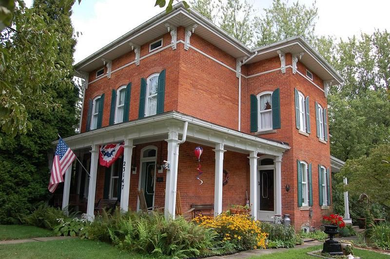 1870 Italianate In Homeworth Ohio Victorian House Interiors Brick Farmhouse Victorian Style Homes