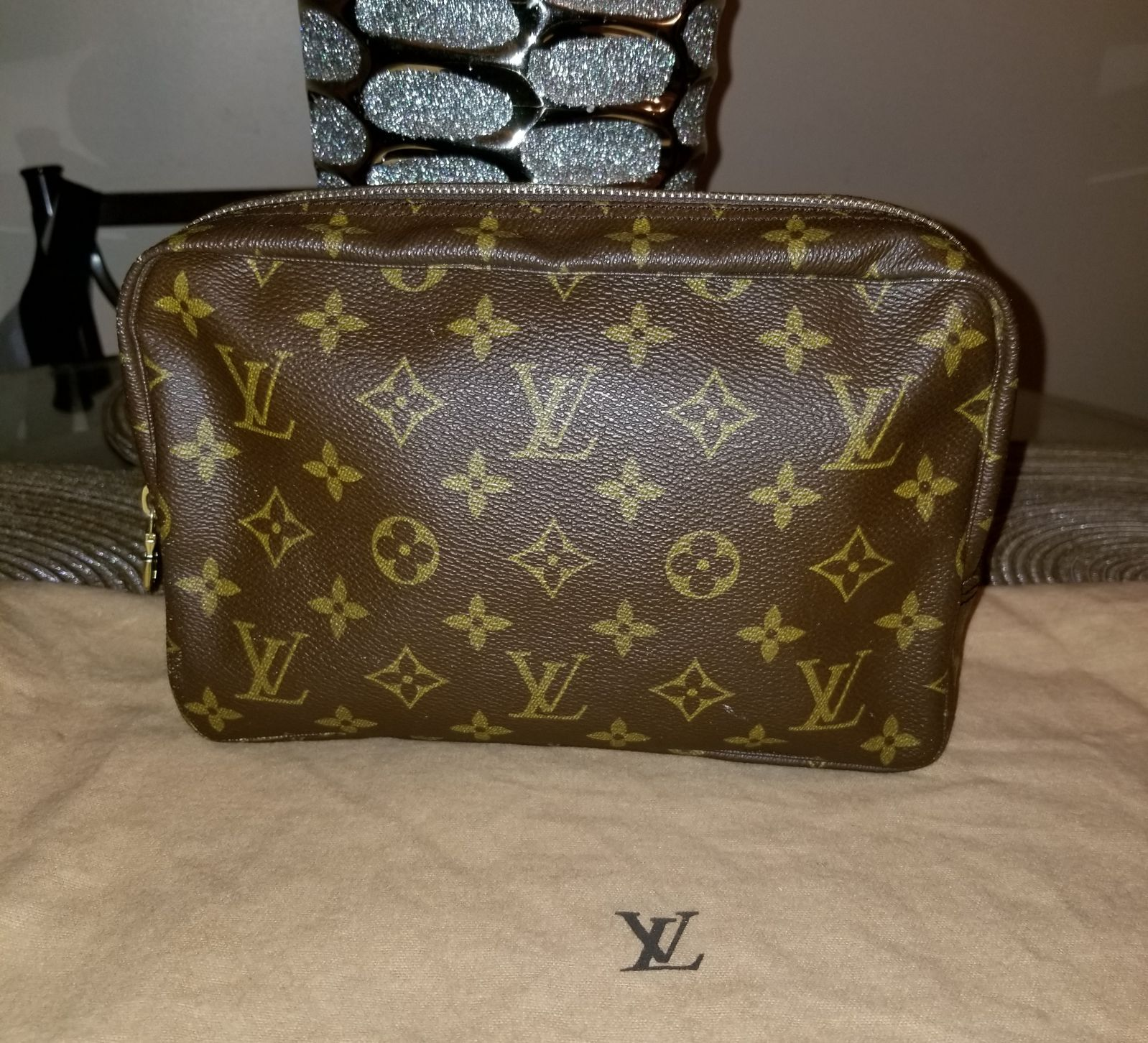 Preloved Lv Trousse Toilette 23 Has Some Scuffs And Scratches On Exterior Canvas Peeling And Stickiness In The Louis Vuitton Cosmetic Bag Bags Louis Vuitton