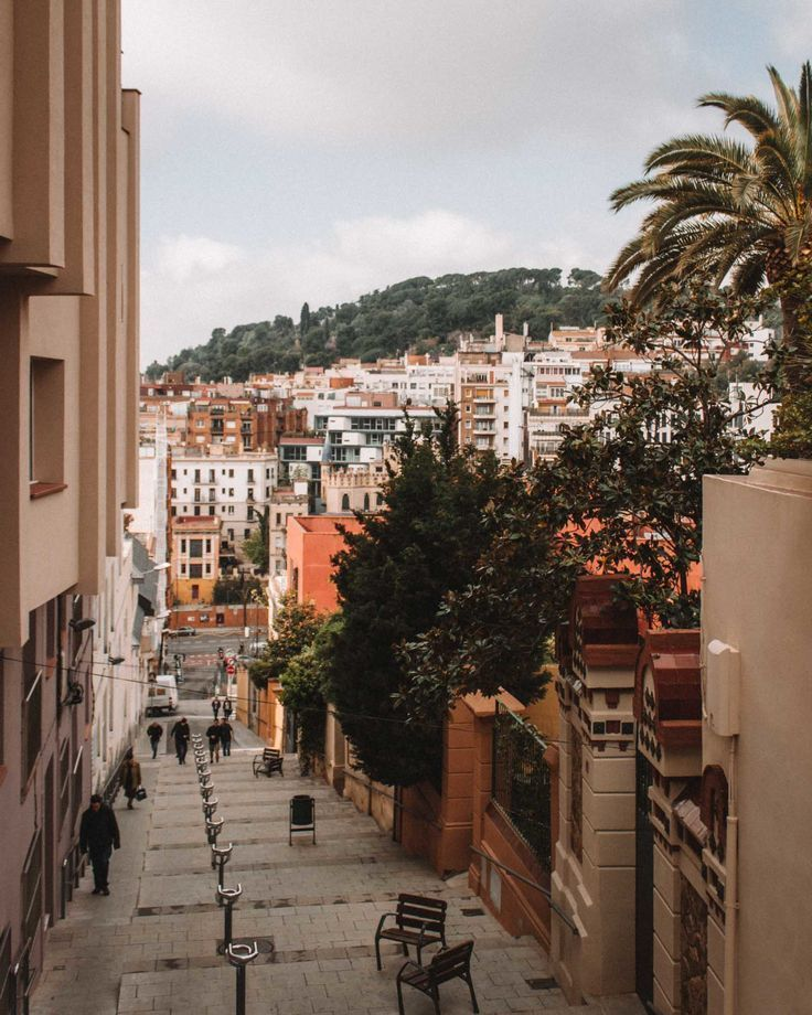 A Local's Guide to 5 Days in Barcelona - Happily in Pursuit
