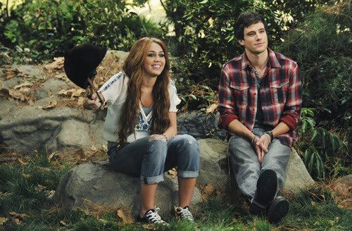 hannah montana dating jesse Hannah montana season 3  oliver and lilly start dating starting from the  when miley realizes that robbie misjudged jesse's true nature and she now .