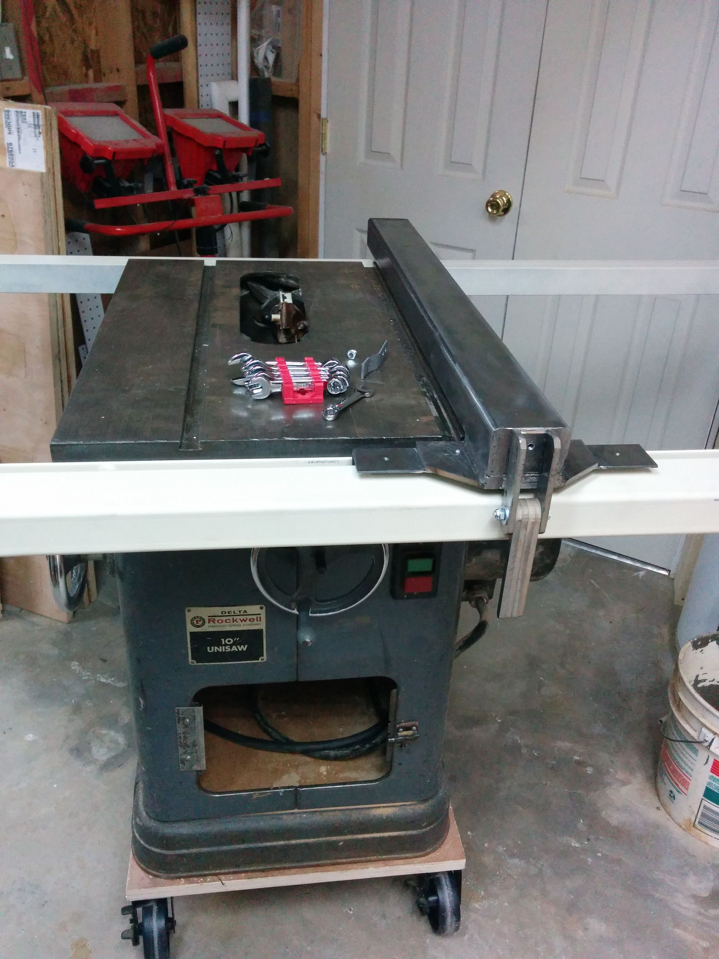 I Fabricated A Biesemeyer Style T Square Fence For My Newly Acquired Delta Unisaw Table Saw Fence Table Saw Building A Fence