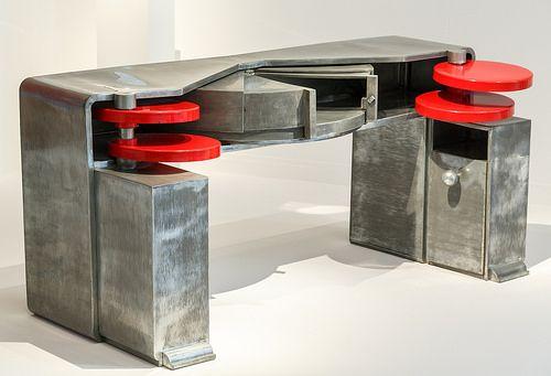 Bureau zinc poli disques orientables laqués rouges formant