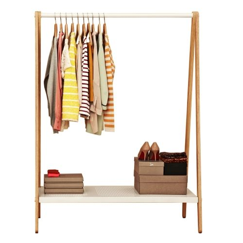 Perchero de madera para ropa retail pinterest for Colgadores de madera