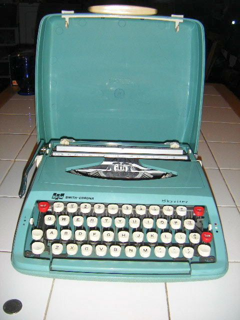 Smith-Corona Skyriter (w case)