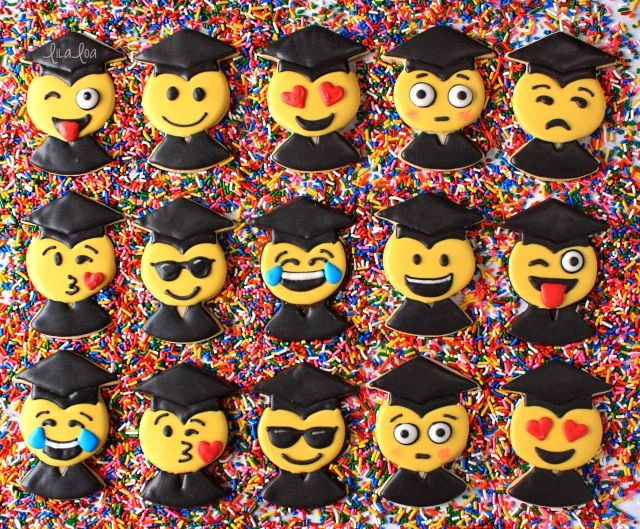 How To Make Decorated Emoji Graduation Sugar Cookies