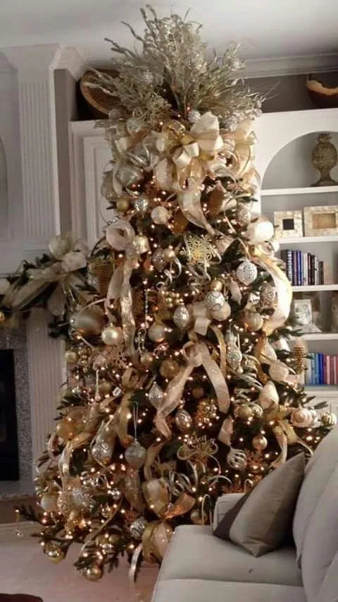 35 Picture Perfect Christmas Tree Ideas You Have Never Seen Before In 2020 Elegant Christmas Trees Elegant Christmas Tree Decorations Gold Christmas Tree