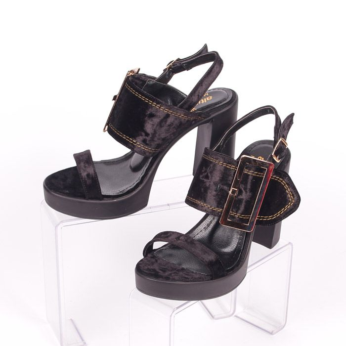 d491fca2846 Дамски летни сандали от черен еко велур, стилни и елегантни. Висок 11 см.