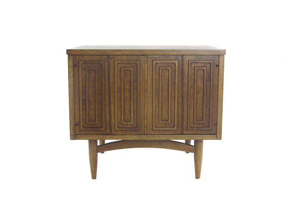 Best Mid Century Nightstand Broyhill Sculptra By Luxeartifacts 400 x 300