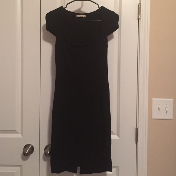Dress Very fitted black dress. Worn once. Great condition. Cap sleeves. Scooped neck. Fits like an XS. Forever 21 Dresses Mini