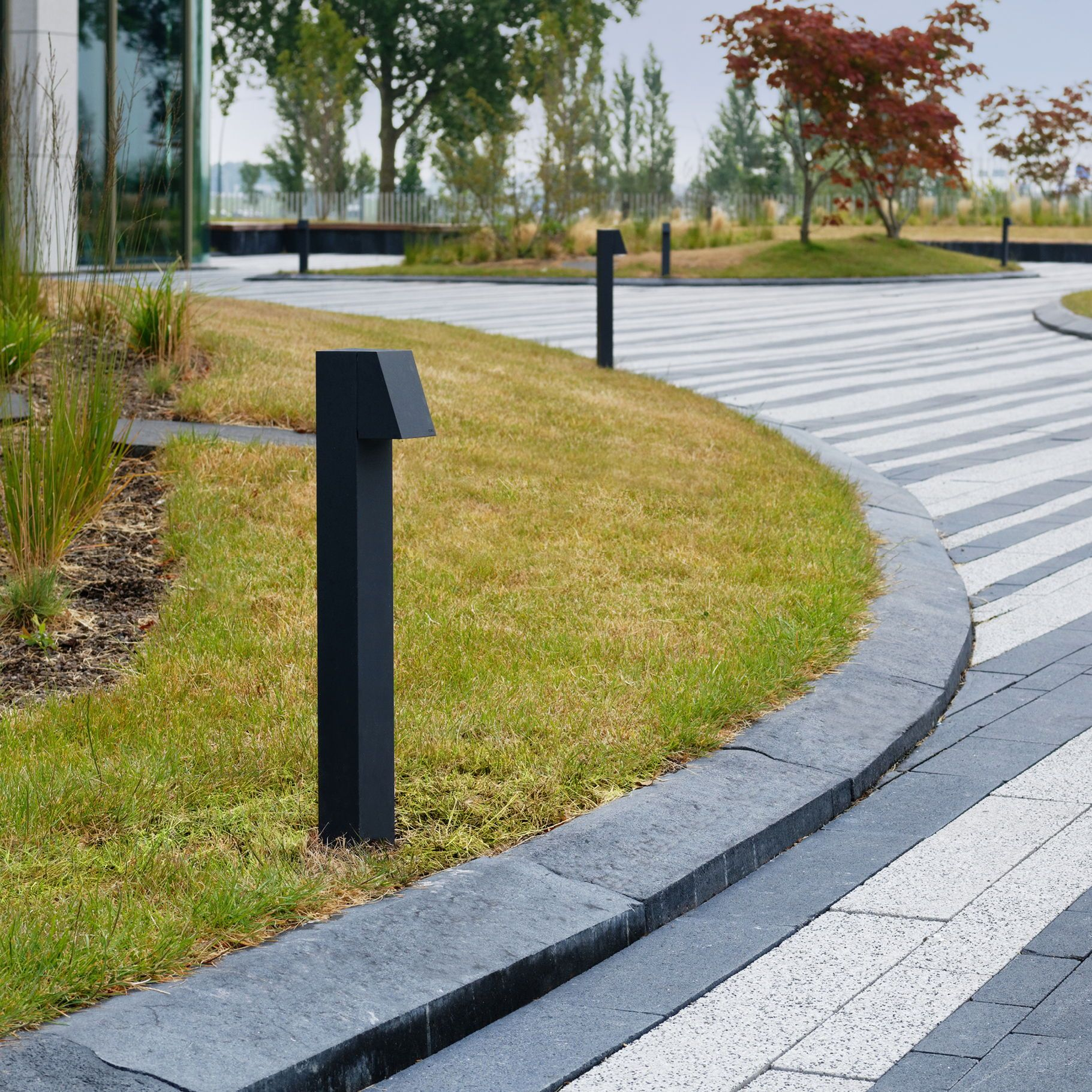 Bega Led Garden And Pathway Luminaires With Light Directed Downwards For Illuminating Paths Terraces And House Entrances Luminai Garten Led Gartenarchitektur