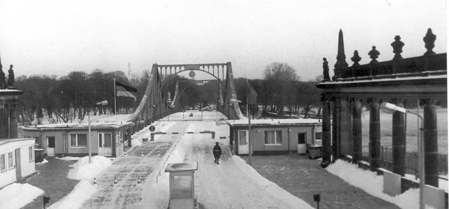 50 Jahre Mauerbau Brandenburgische Landeszentrale Fur Politische Bildung In 2020 Fall Der Berliner Mauer Politische Bildung Berliner Mauer