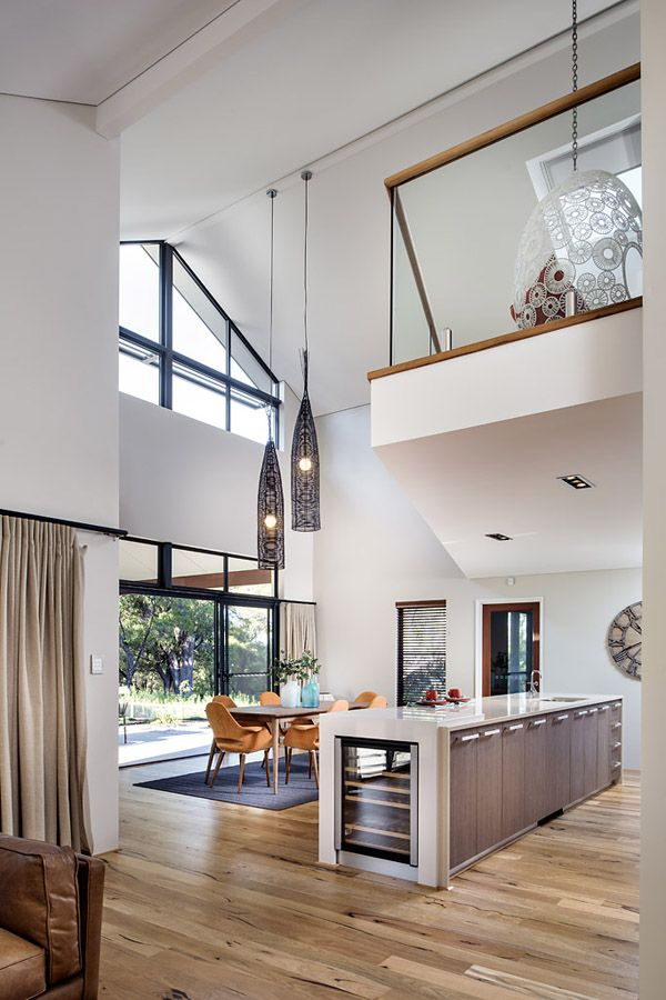 Bright And Spacious Dream Home Overlooking The Australian