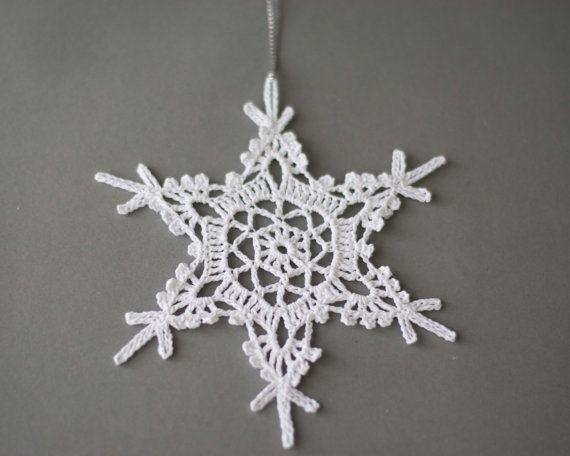 Bianco alluncinetto insieme di fiocchi di neve di 5 diversi albero ...