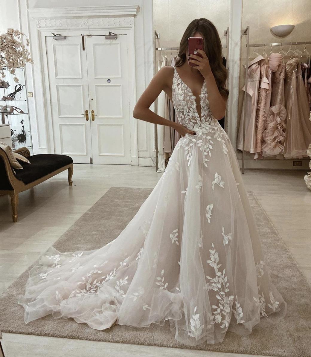 Fia At Eleganza Sposa Glasgow S Glamorous Wedding Gown Boutique Essense Of Australia Wedding Dresses Ball Gowns Wedding Wedding Dresses Lace [ 1194 x 1040 Pixel ]