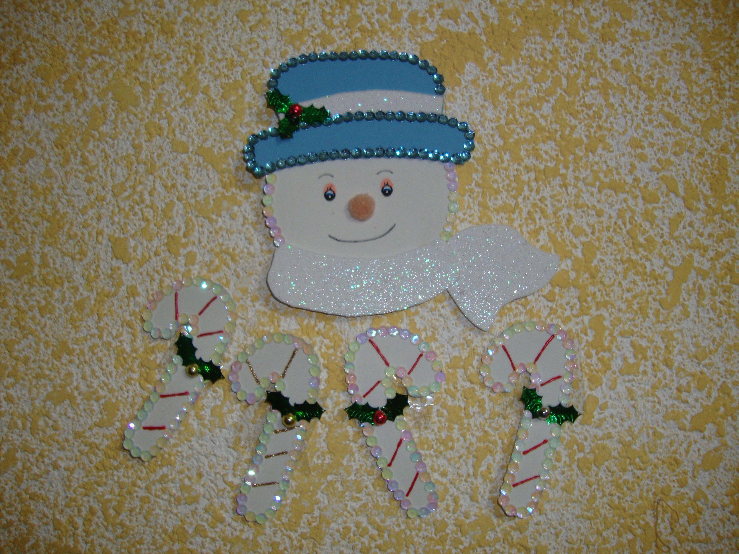 muñeco de nieve con bastones
