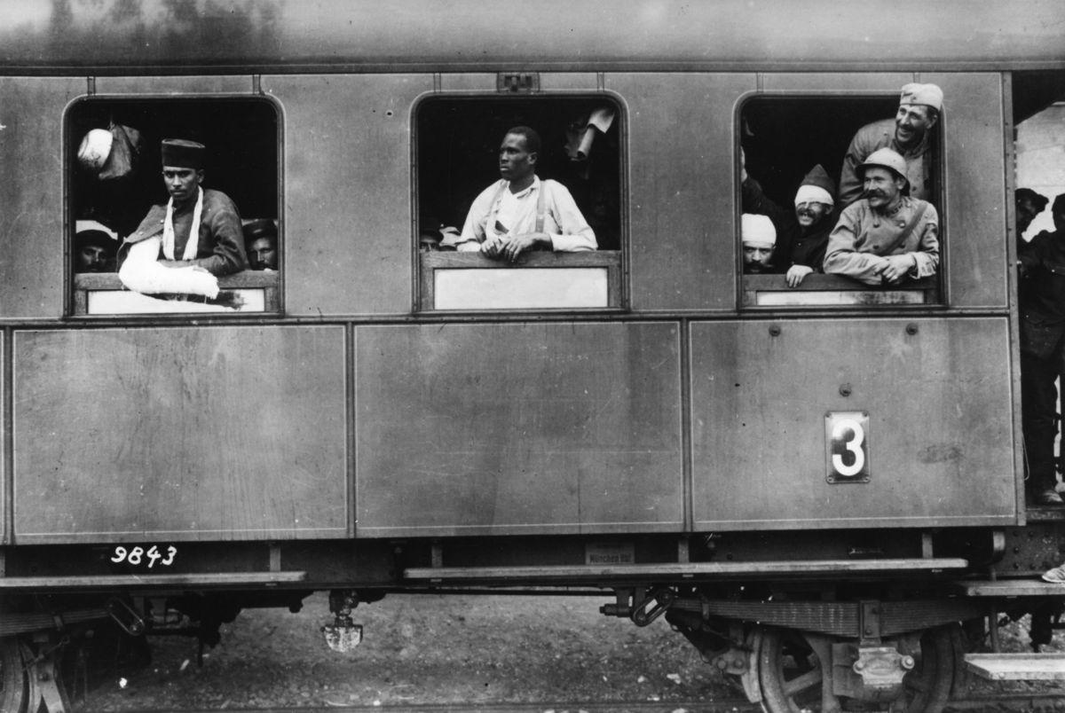 1916. Franceses prisioneros heridos siendo transportados a Alemania.