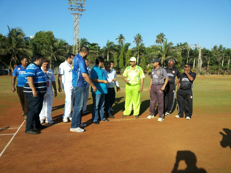 Mr. Vasu Bhagnani (Pooja Films) chief guest at the opening match takes the toss in presence of the two team captains