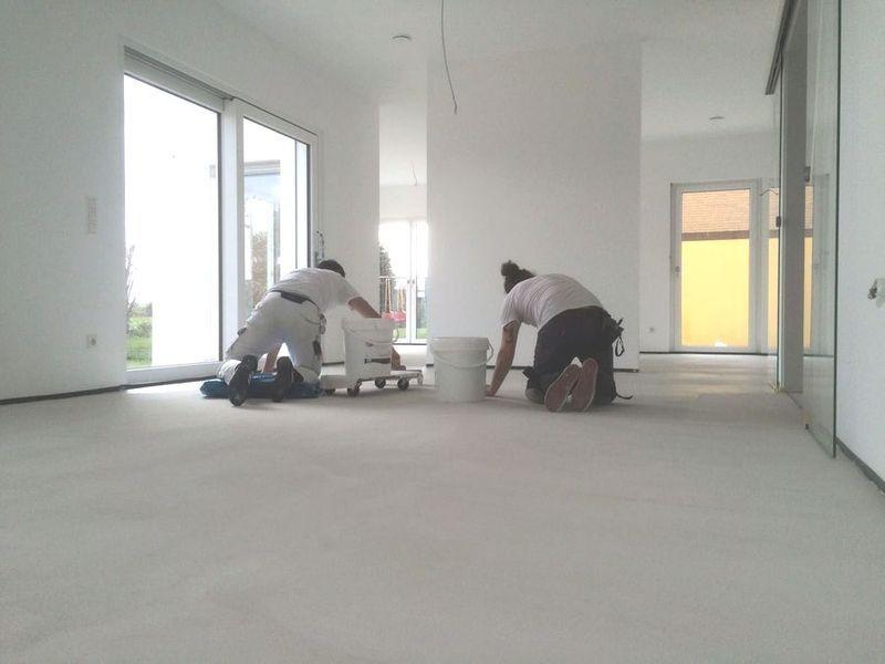 Eine fugenlose Bodenspachtelung am Entstehen    wwwmalerische