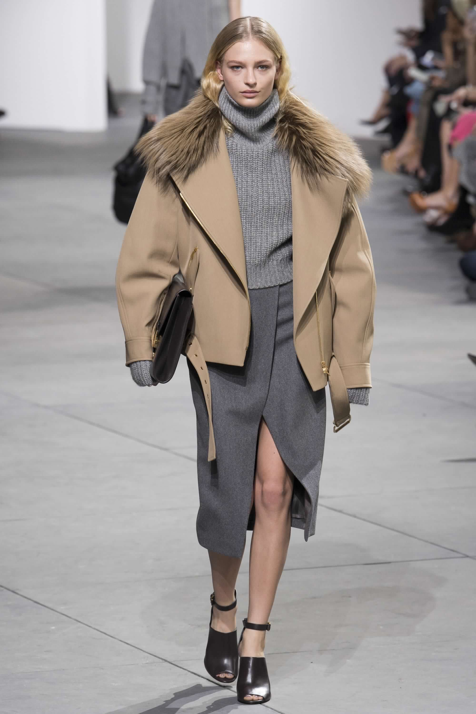 e17cc7c6f1 Michael Kors Collection Fall 2017 Ready-to-Wear Fashion Show in 2019 ...