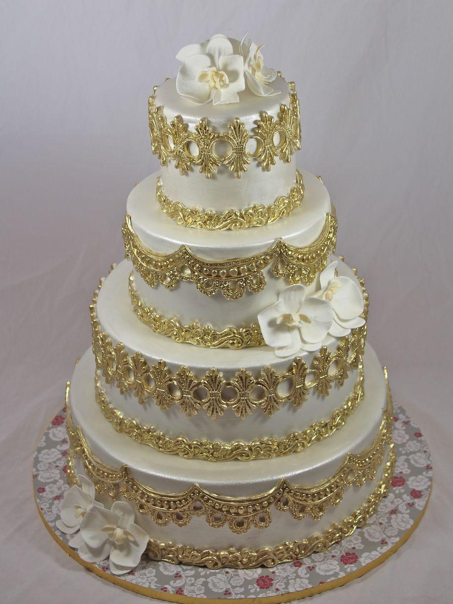 Фото торт свадебный белый с золотом