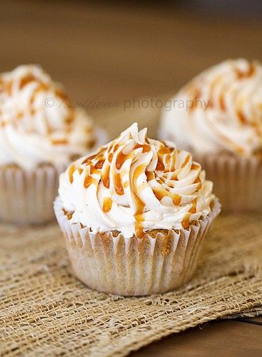 Caramel apple pie cupcakes. This would make a great Fall Dessert. #thanksgiving #recipes #fall