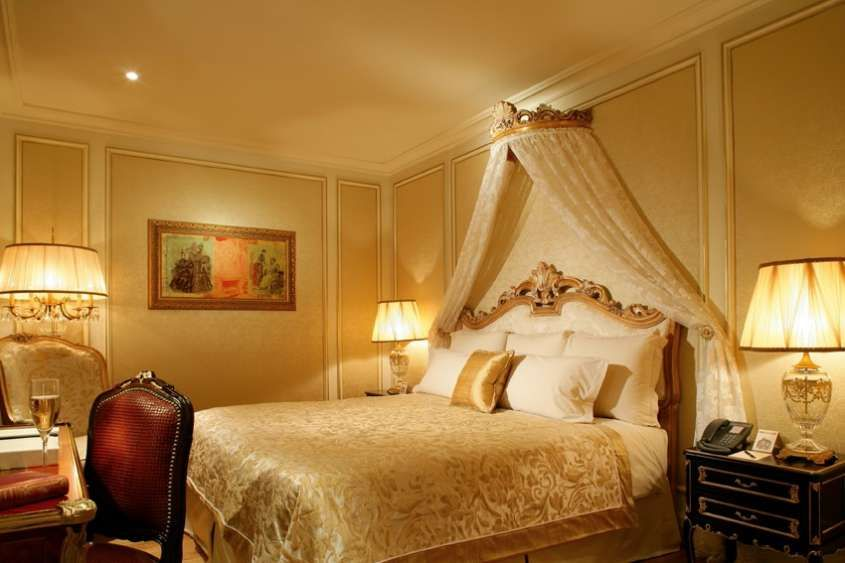 Decorazione pareti con Foglia D\'Oro - Camera da letto impreziosita ...