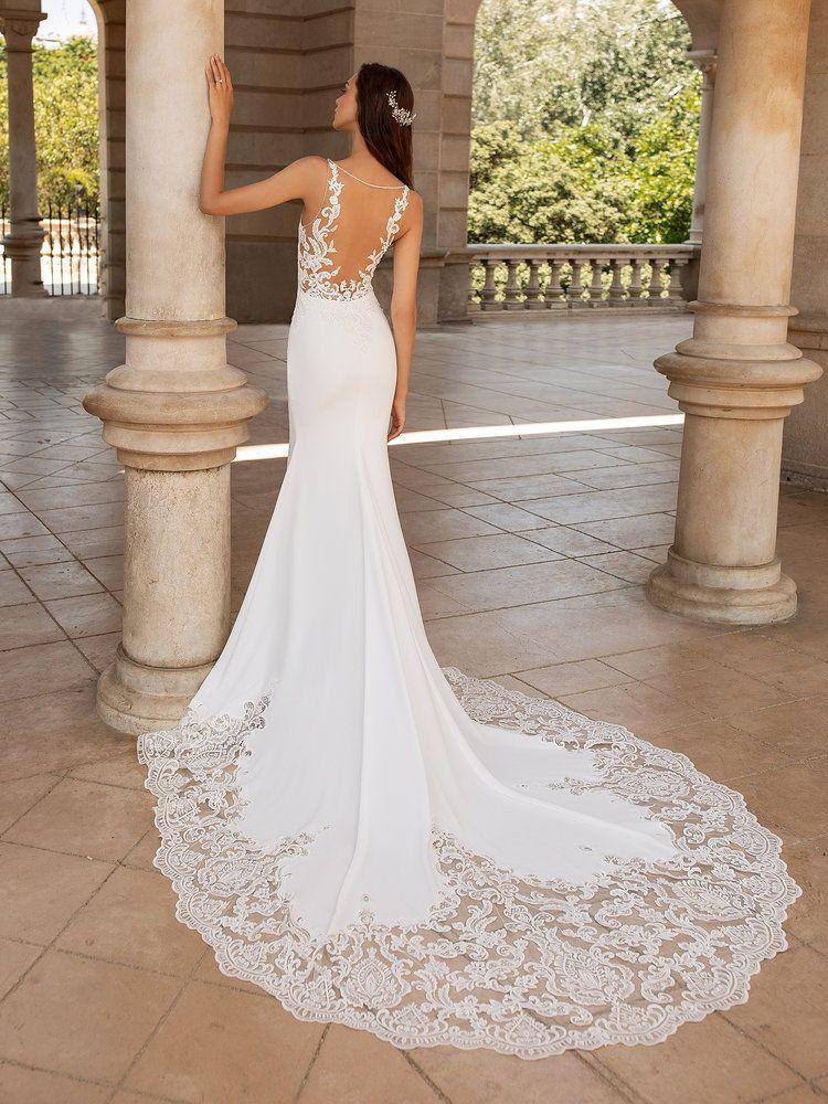 Try It On At Ellie S Bridal Boutique Alexandria Va Pronovias