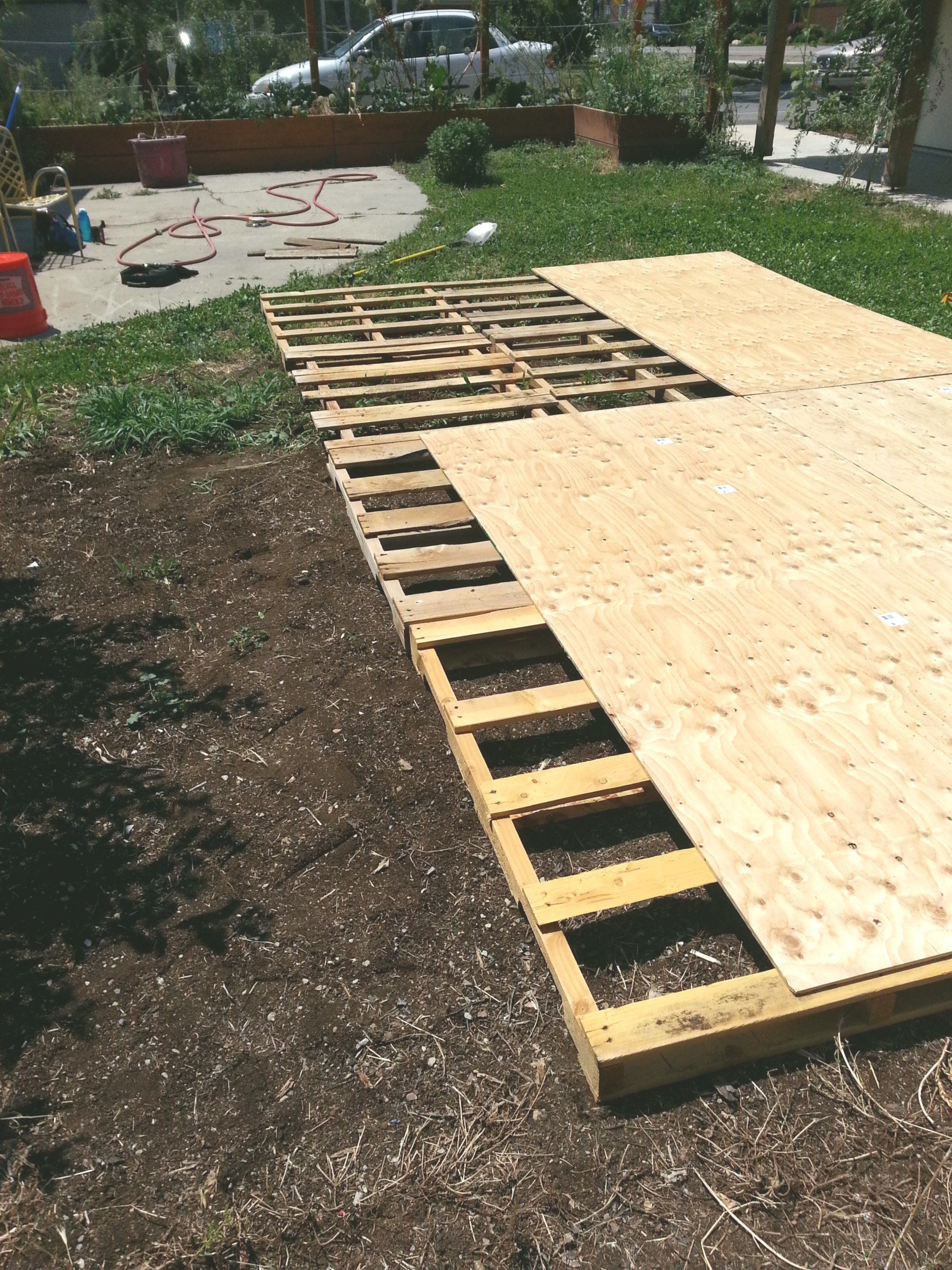 Making a Dance Ground from Recycled Pallets | Diy wedding ...