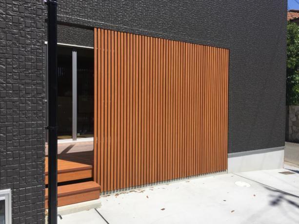 彩木ルーバースクリーンの施工例145 Mino ルーバー ベランダ 手すり ウッドデッキ 目隠しフェンス