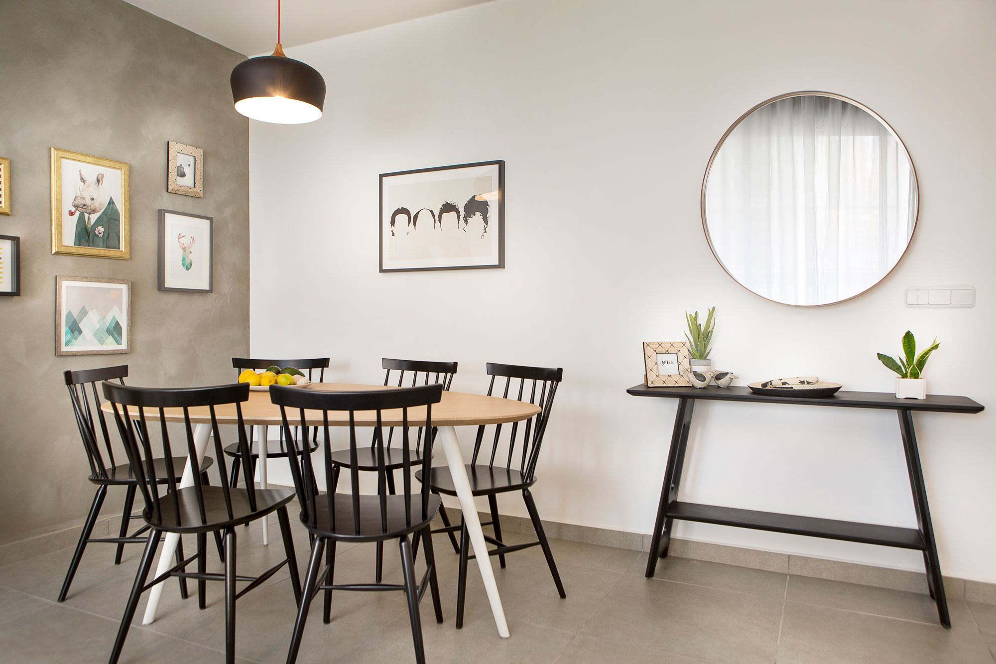 Black Chairs Seinfeld Console Round Mirror Dinning Room Entrance Contemporary Apartment Home Decor Apartment Design
