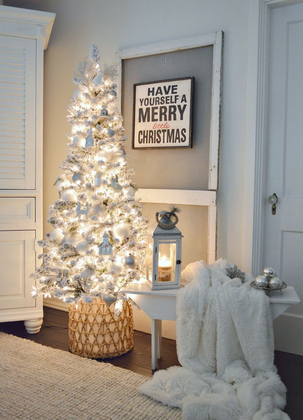 Best Cozy Cottage Christmas Living Room Christmas Living 400 x 300