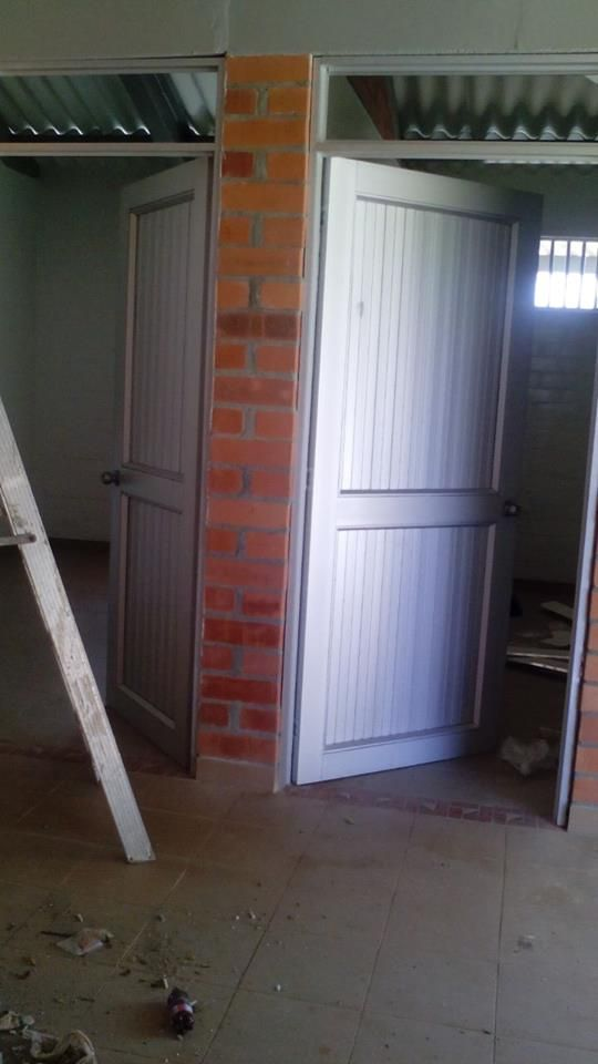 Puerta para acceso con enchape acceso alcobas y ba o for Decoracion hogar tenerife