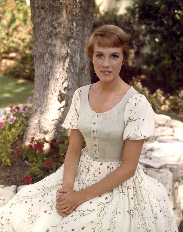 Julie Andrews As Maria Von Trapp Sound Of Music Sound Of Music Costumes Julie Andrews
