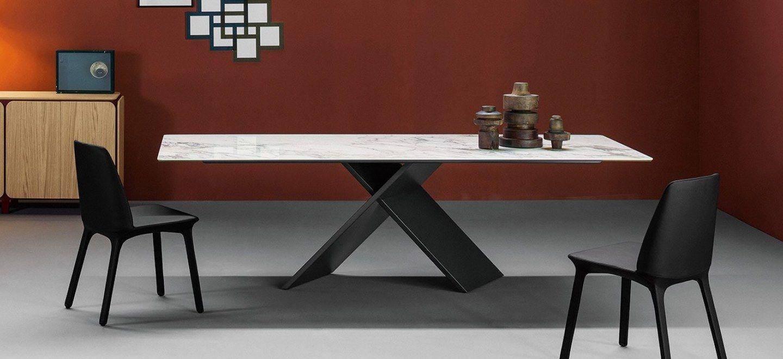 Per il tavolo AX è stato pensato un gioco di contrasti tra ...