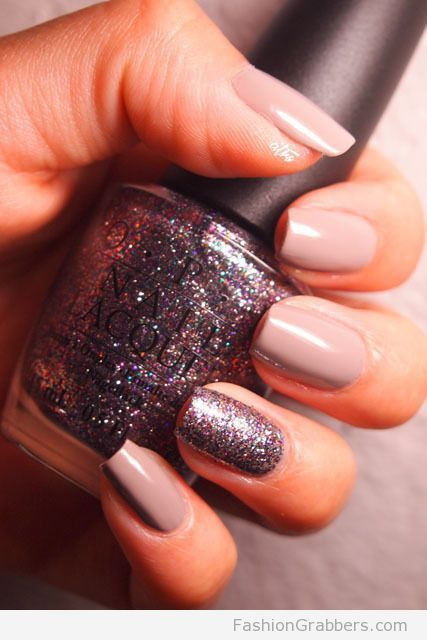 Elegant And Classy Winter Nail Design With Glitter Touch
