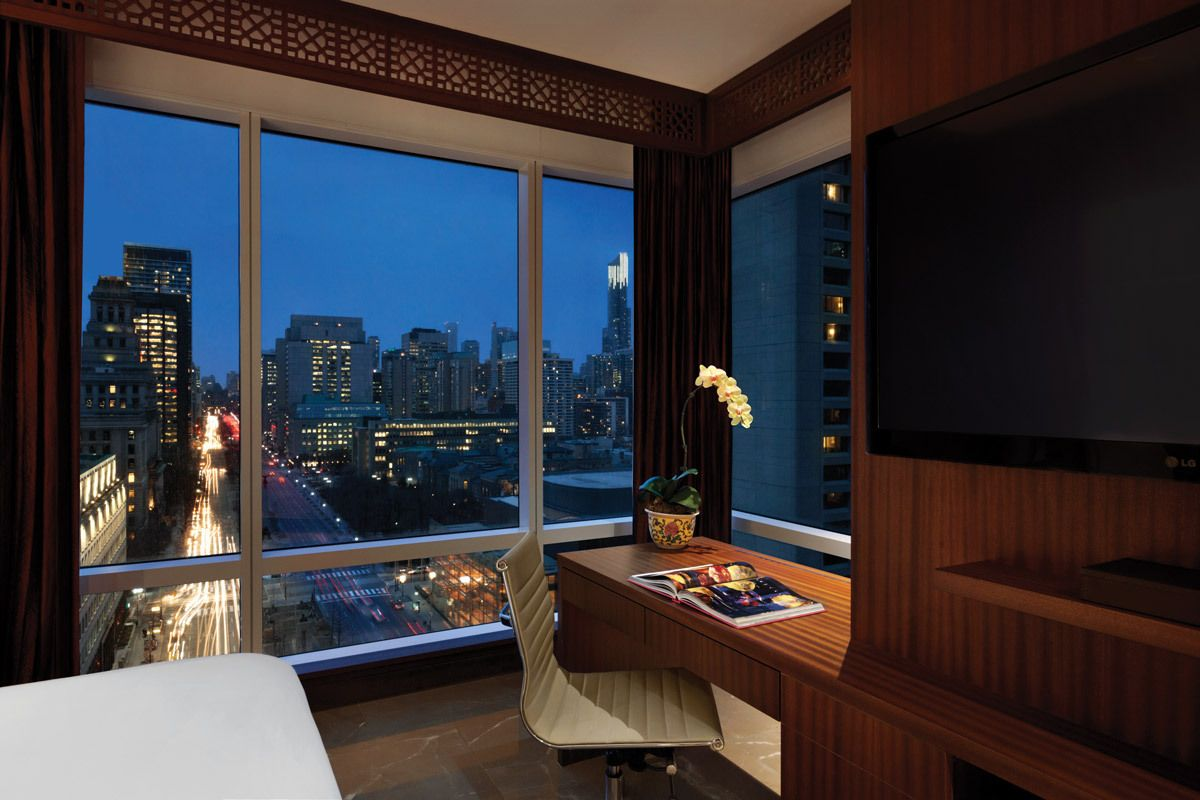 Shangri-La Hotel, Toronto Smack dab in the heart...   Luxus Urlaub ...