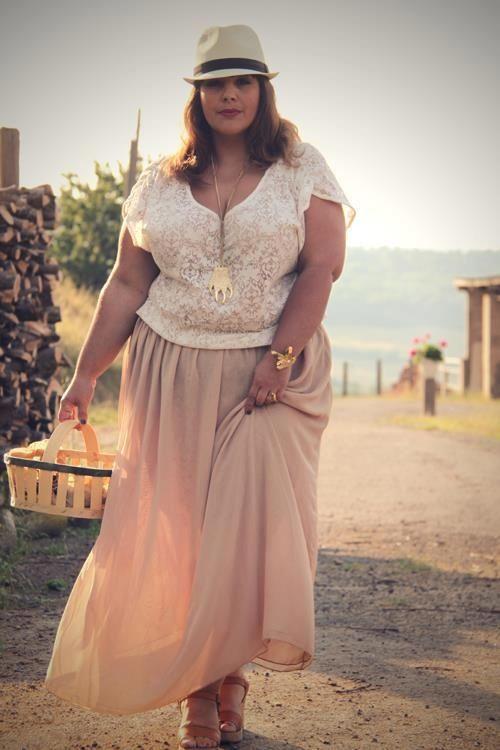 5 ways to wear a plus size maxi skirt | chiffon maxi, pastels and