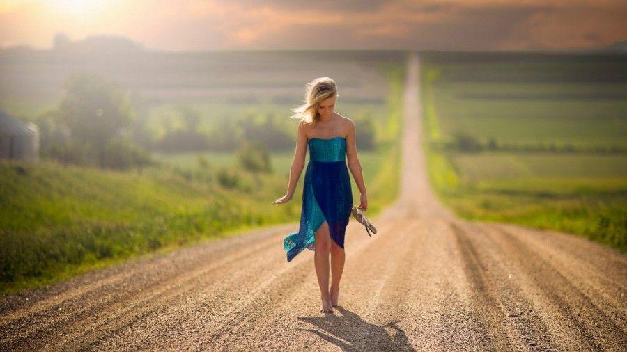 Девушка на дороге фото 700-365