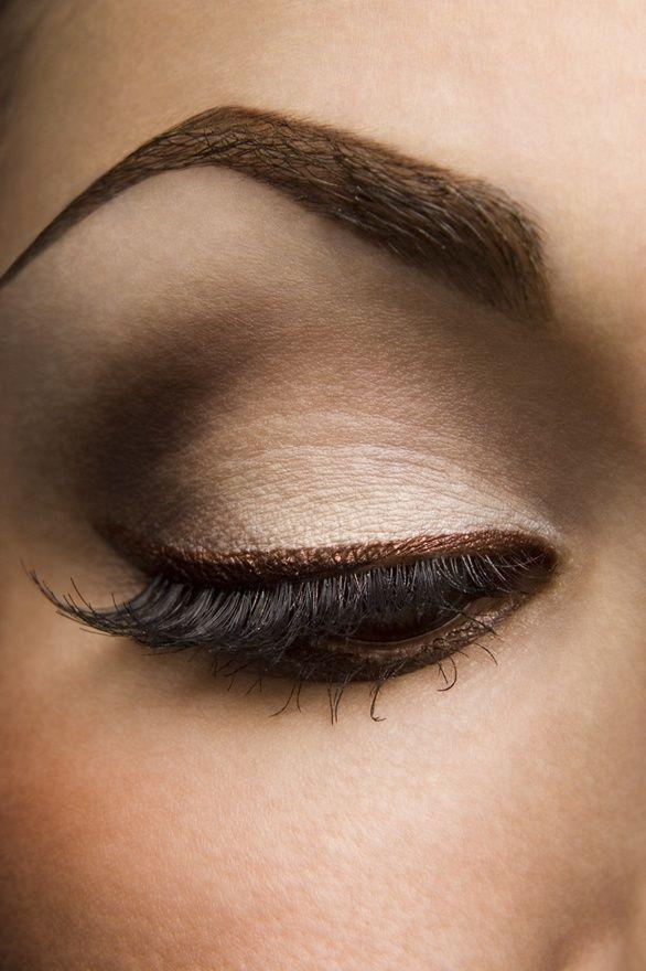 Coffee and cream eye makeup. Love the bronze eyeliner.