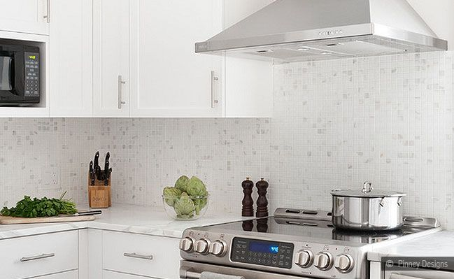 white kitchen backsplash | white cabinet marble mosaic kitchen