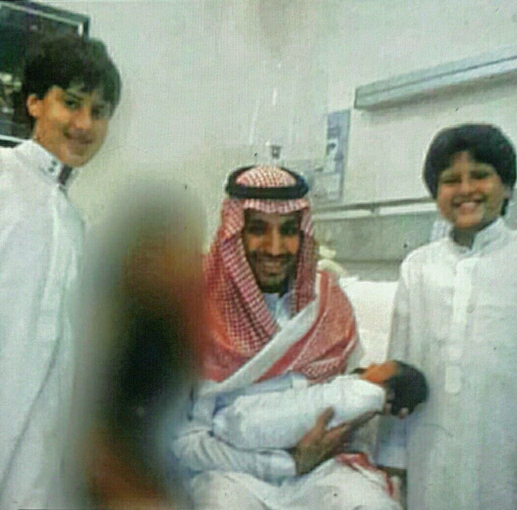 H H Principe Heredero Mohamed Bin Salman Con Su Hijo Principito Salman Y A Su Lado Los Hijos De Su Herma Mohamed Bin Salman Principe Heredero Hermanos Mayores