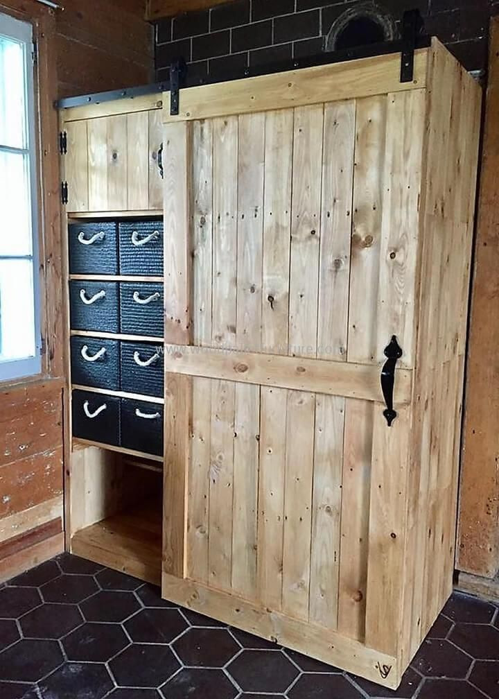 Recycled pallets closet pallet wood pinterest for Closet rusticos