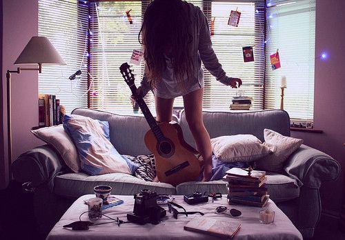 Résultats de recherche d'images pour «guitar girl tumblr»